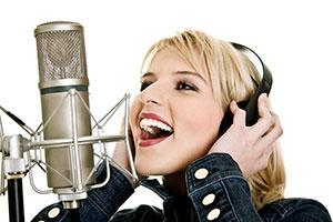 pjevaje na mikrofon