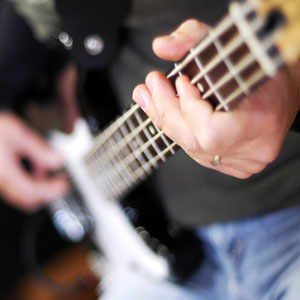 učenje sviranja ljestvice na bas gitari