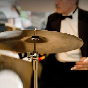 sviranje na bubanj i činelu